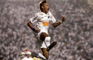 Neymar está sendo muito cobiçado pelo Real, mas deve jogar Mundial pelo Santos (Foto:Reuters)