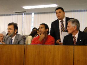Da esquerda para a direita, deputado Durval Ângelo, goleiro Bruno, advogado Cláudio Dalledone, deputado Rogério Correia. (Foto: Alex Araújo/G1 MG)